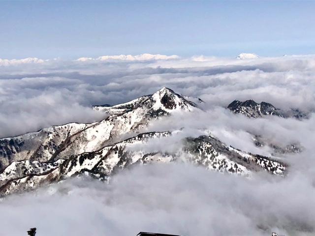 横手山山頂から望む笠ヶ岳